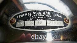 VINTAGE Federal Sign & Signal Co. Model 18 Fire Police Light Old Antique 12v